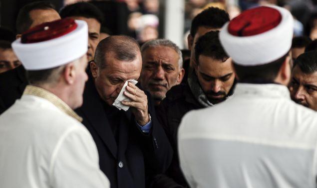 Ο Ερντογάν θρηνεί (Φωτο: ΑΡ)