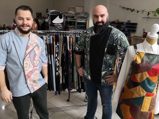 Ο Θάνος Τάμπας και ο Δήμος Μπαλάφας είναι οι φημιουργοί της 2 Handmade Aprons