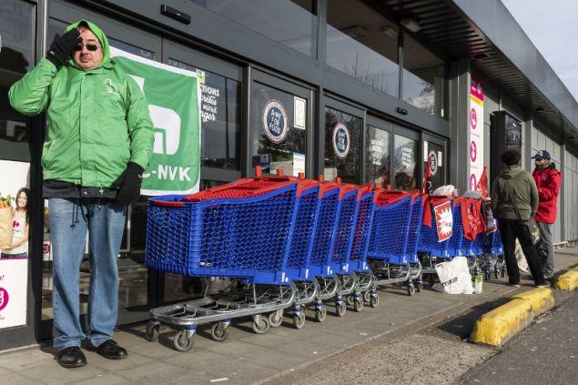 Μέχρι και τα σούπερ μάρκετ έχουν παραμείνει κλειστά