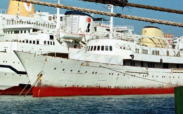 Η θαλαμηγός «Χριστίνα» σε έγχρωμη φωτογραφία.