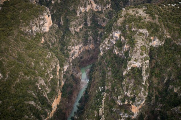 Το φαράγγι του Βίκου βρίσκεται 30 χλμ ΒΔ των Ιωαννίνων