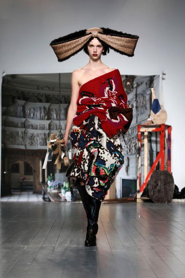 Μοντέλο με ρούχο της σχεδιάστριας Μάτι Μποβάν
