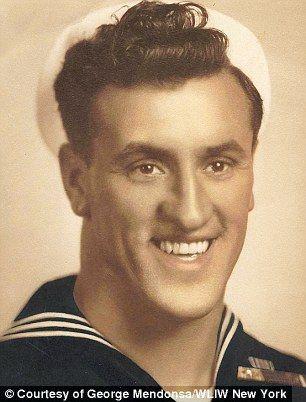 Τζορτζ Μεντόσα όταν ήταν ναύτης.