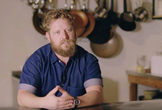 Ο σεφ του εστιατορίου Κόμπους βαν ντερ Μερβ έμαθε να μαγειρεύει σε ηλικία 30 ετών