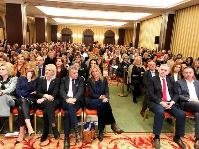 Πλήθος κόσμου στην εκδήλωση της ΝΟΔΕ Λάρισας της ΝΔ για την ενίσχυση και την προστασία της οικογένειας
