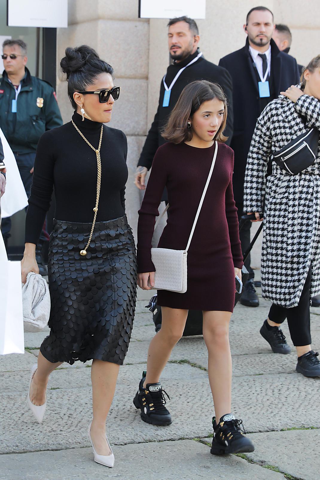 Η Σάλμα Χάγιεκ με την κόρη της στην Εβδομάδα Μόδας του Μιλάνου/ Φωτογραφία: Splash / Ideal Image