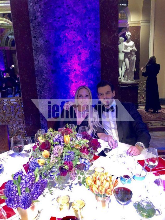 Ο πρόεδρος της Ένωσης Ελληνικών Επιχειρήσεων Βασίλης Αποστολόπουλος με τη συζυγό του
