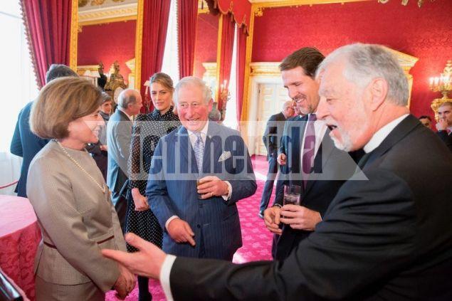 Ο πρίγκηπας Κάρολος με τον father Alex στο St James Pallas