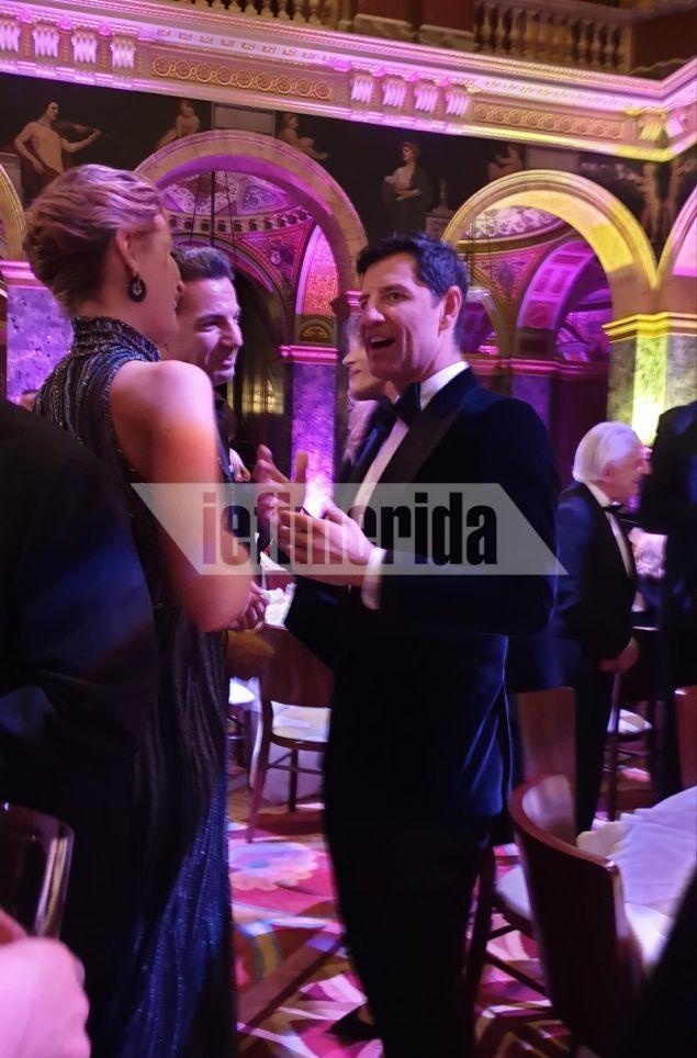 Ο Σακης Ρουβάς με την Τατιάνα Μπλάτνικ στο επίσημο δείπνο