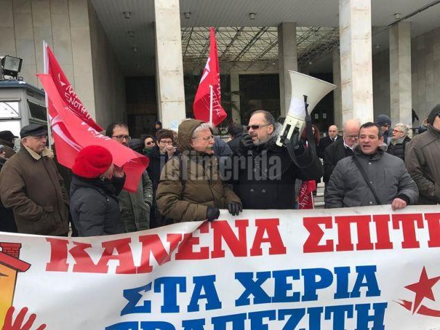 Ο Π. Λαφαζάνης κλήθηκε σε απολογία από το Τμήμα Προστασίας του Κράτους και του Δημοκρατικού Πολιτεύματος με αφορμή τη δράση του στα πλαίσια των κινημάτων κατά των πλειστηριασμών στο Ειρηνοδικείο τον Νοέμβριο του 2017
