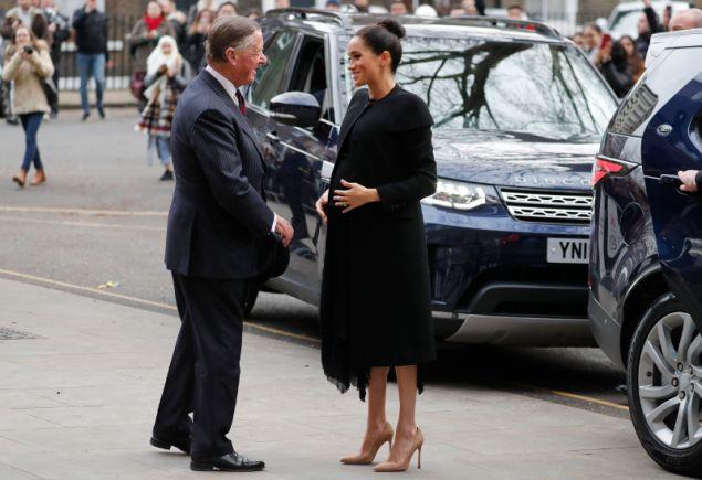 Πολλοί όμως μπερδεύτηκαν και πίστεψαν πως επρόκειτο για την φούστα Givenchy που φόρεσε πριν από δύο μήνες σε επίσημη εμφάνισή της και πάλι