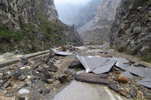 Διαλύθηκε ο δρόμος προς την παραλία Πρέβελη/ Φωτογραφία: meteo