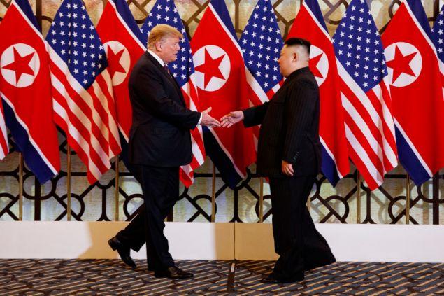 Οι δύο ηγέτες συναντήθηκα σήμερα σε ένα ιστορικό ξενοδοχείο στο Ανόι του Βιετνάμ