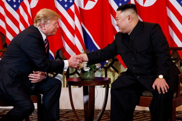 Ο Τραμπ μάλιστα, δήλωσε ότι είναι τιμή του να βρίσκεται με τον ηγέτη της Βόρειας Κορέας