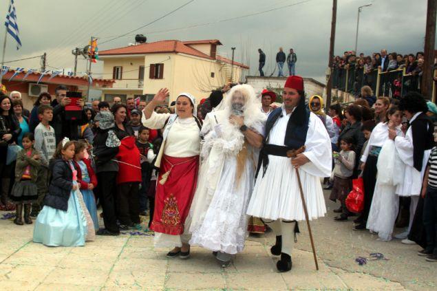 Σύμφωνα με τη λαογραφία την ημέρα της Τσικνοπέμπτης στη Θήβα αρχίζει ο «βλάχικος γάμος», φωτογραφία: urokinissi Βασίλης Παπαδόπουλος