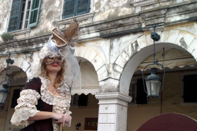 Στην παλαιά πόλη της Κέρκυρας την Τσικνοπέμπτη τελούνται τα Κορφιάτικα Πετεγολέτσα