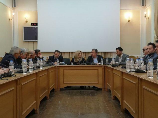 Η κ. Γεννηματά συμμετείχε σε συνάντηση-σύσκεψη στην Περιφέρεια Κρήτης, με τον περιφερειάρχη Σταύρο Αρναουτάκη, τους αντιπεριφερειάρχες και στελέχη της περιφέρειας Κρήτης