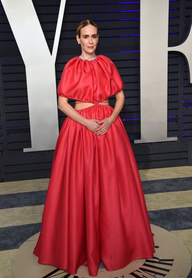 Η Σάρα Πόλσον με φόρεμα επίσης Brandon Maxwell