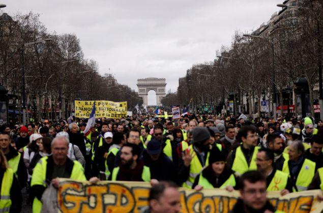 Περίπου 40.000 άτομα βγήκαν για 16η φορά στους δρόμους της Γαλλίας