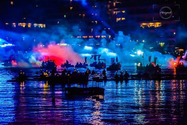 Ενα ξεχωριστό υπερθέαμα με πυροτεχνήματα, ηχητικά και οπτικά εφέ. Εναέριες και θαλάσσιες γιγάντιες φιγούρες, δεκάδες πλωτά και χιλιάδες καρναβαλιστών θα συνθέσουν ένα φαντασμαγορικό σκηνικό το Βράδυ της Κυριακής