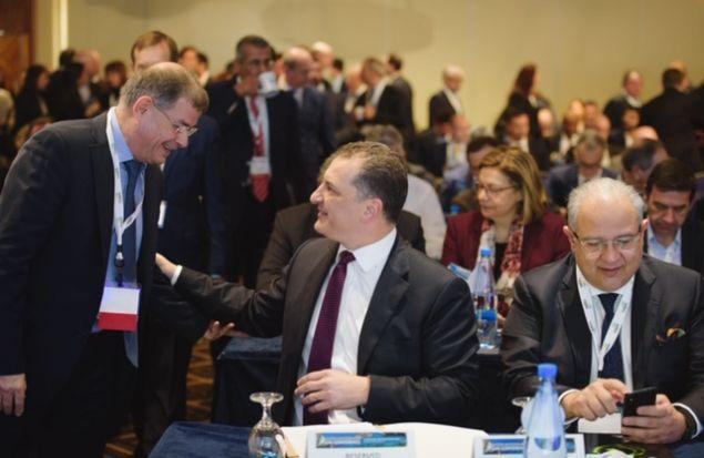"""Ο Διευθύνων Σύμβουλος της ΕΛΠΕ Upstream κ. Γιάννης Γρηγορίου συνομιλεί με τον Υπουργό Ενέργειας, Εμπορίου, Βιομηχανίας και Τουρισμού της Κυπριακής Δημοκρατίας κ. Γιώργο Λακκοτρύπη, στο περιθώριο των εργασιών του Συνεδρίου """"Eastern Mediterranean Gas Conference"""""""