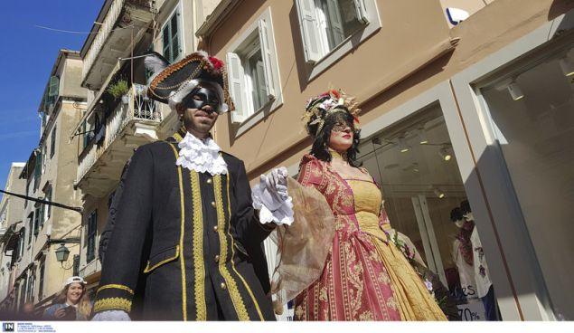 Βενετσιάνες και Βενετσιάνοι κάνουν «σουλάτσο» στα πέτρινα καντούνια