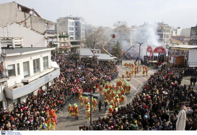 Περισσότεροι από 10.000 καρναβαλιστές σε συνολικά 32 πληρώματα θα συμμετάσχουν στην παρέλαση της Κυριακής