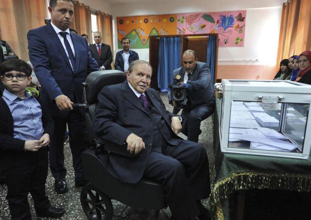 O Αμπντελαζίζ Μπουτεφλίκα κυβερνά την Αλγερία εδώ και 20 χρόνια, αλλά σπάνια εμφανίζεται δημοσίως από το 2013 που υπέστη εγκεφαλικό (Φωτογραφία αρχείου: ΑΡ)