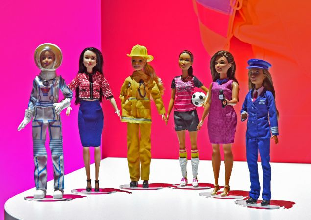 Η Barbie στροναύτης, πιλότος, δημοσιογράφος, πολιτικός, αθλητής και πυροσβέστης