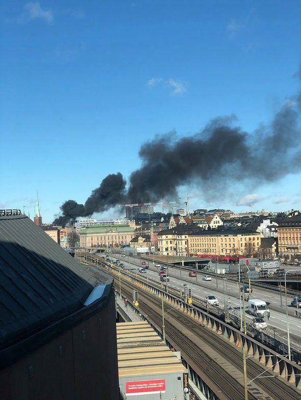Πυκνοί μαύροι καπνοί από το σημείο της έκρηξης ήταν ορατοί από πολλά σημεία της Στοκχόλμης (Φωτογραφία: Twitter)