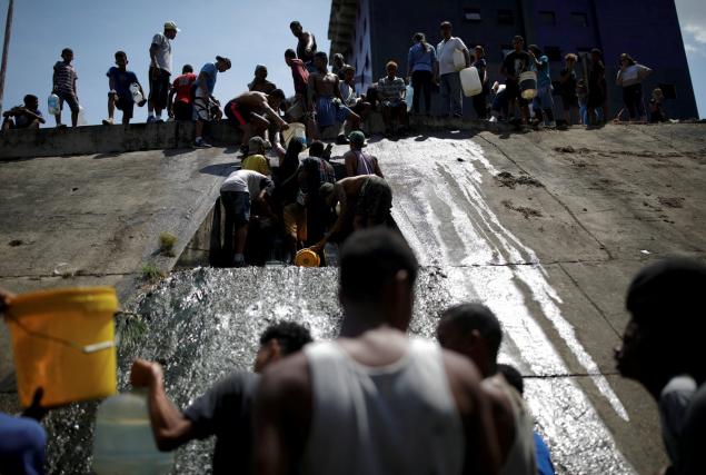 Χωρίς νερό μετά το μπλακ άουτ οι κάτοικοι του Καράκας