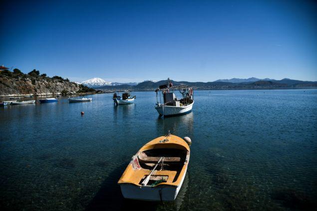 Χαρακτηριστική ελληνική εικόνα με τις αραγμένες ψαρόβαρκες