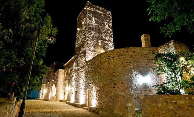 Η όψη του Πύργου Αραπάκη το βράδυ