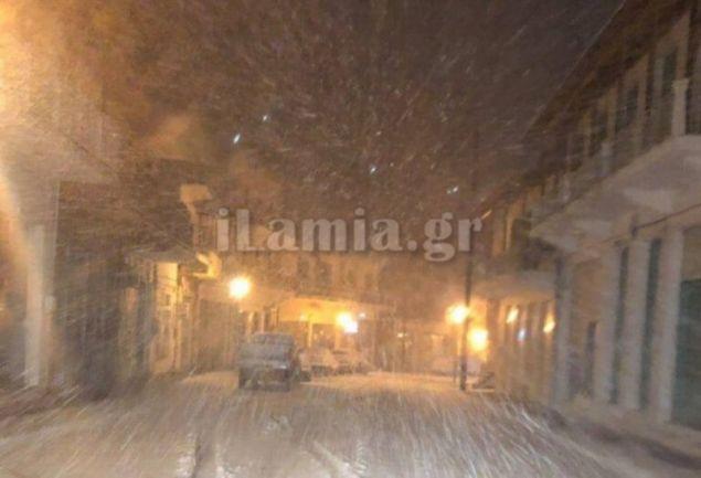 Στιγμιότυπο από τη χιονόπτωση στη Λαμία / Φωτογραφία: i-lamia.gr