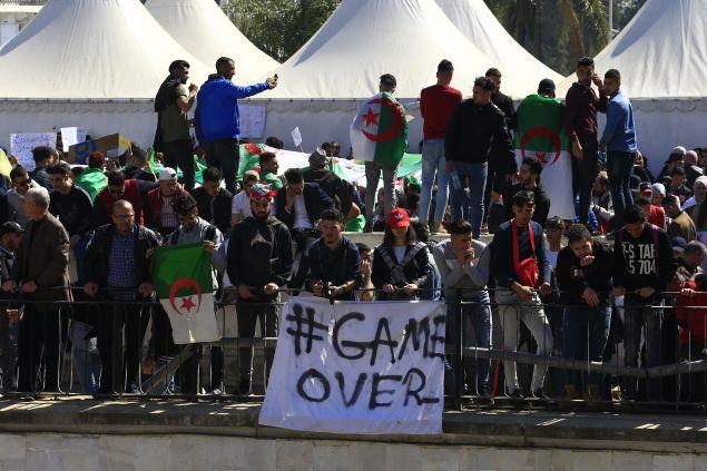 Μαθητές διαδηλώνουν στο Αλγέρι (Φωτο: ΑΡ)