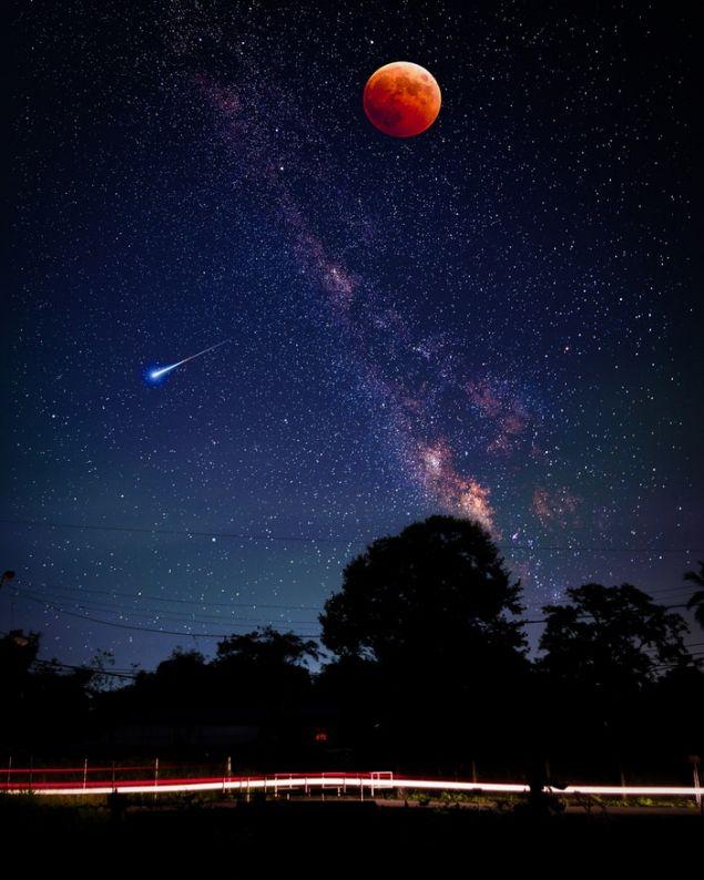 Κατακόκκινο φεγγάρι στον έναστρο ουρανό (Φωτογραφία: Unsplash)