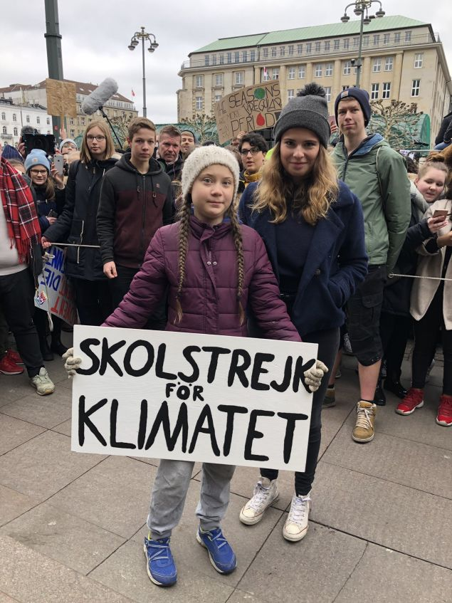 Η 16χρονη Σουηδέζα ακτιβίστρια έχει αναχθεί σε σύμβολο της μάχης κατά της κλιματικής αλλαγής καλώντας τους μαθητές σε μια «παγκόσμια σχολική απεργία» κάθε Παρασκευή