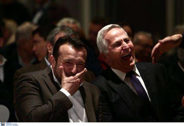 Ο Νίκος Παππάς και ο υπ. Αμυνας Ευ. Αποστολάκης σκάνε στα γέλια -Φωτογραφία: Intimenews/ΤΖΑΜΑΡΟΣ ΠΑΝΑΓΙΩΤΗΣ