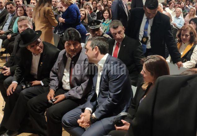 Ο Αλέξης Τσίπρας συνομιλεί με τον πρόεδρο της Βολιβίας, Εβο Μοράλες