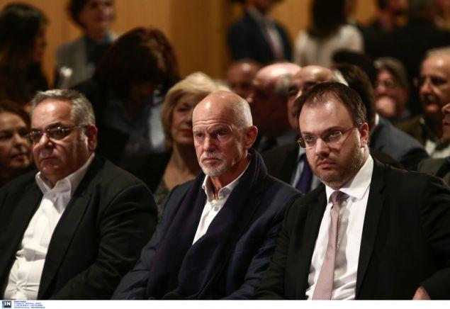 Ο Γιώργος Παπανδρέου (μέση) και ο πρόεδρος της ΔΗΜΑΡ Θαν. Θεοχαρόπουλος (δεξιά)-Intimenews/ΤΖΑΜΑΡΟΣ ΠΑΝΑΓΙΩΤΗΣ