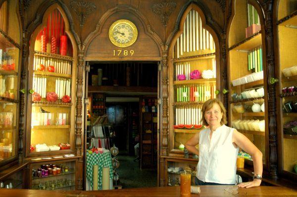 Η Caza das Vellas Loreto είναι κατάστημα που πουλά κεριά σε διάφορά σχέδια, χρώματα και αρώματα
