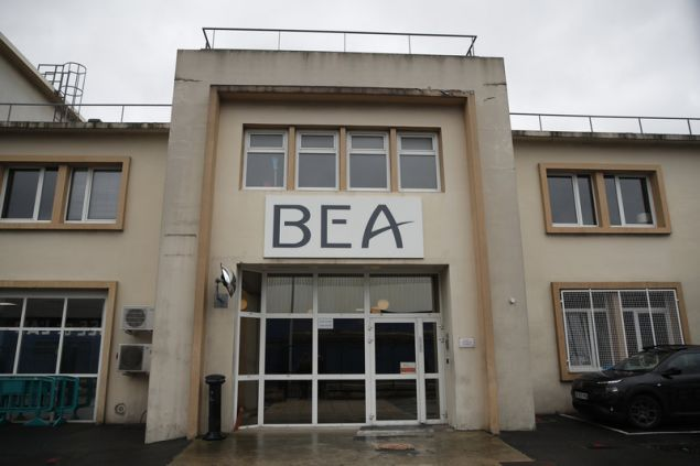 Το κτίριο της BEA, της γαλλικής υπηρεσίας διερεύνησης αεροπορικών δυστυχημάτων, όπου αναλύονται τα δεδομένα των μαύρων κουτιών του αεροσκάφους (Φωτογραφία: AP/Christophe Ena)