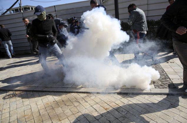 Βόμβες μολότοφ και δακρυγόνα στη διαδήλωση