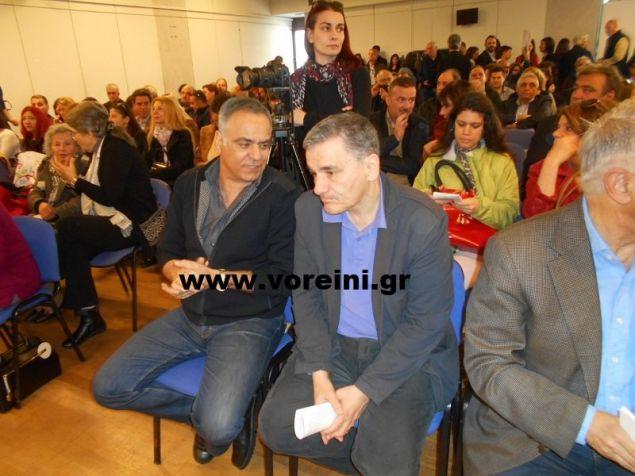 Ο Πάνος Σκουρλέτης και ο Ευκλείδης Τσακαλώτος στην εκδήλωση παρουσίασης του συνδυασμού «Κοινωνία Παρούσα»
