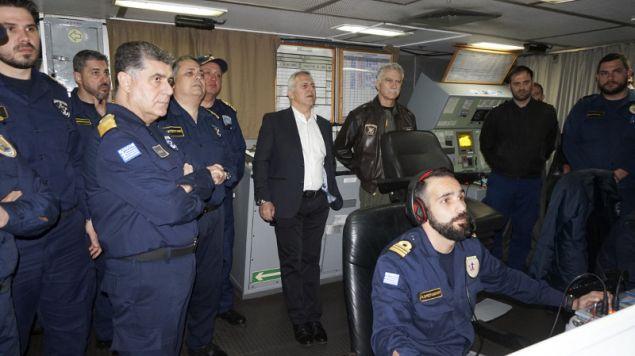 Ο υπουργός Αμυνας παρακολουθεί την άσκηση μαζί με τον αρχηγό ΓΕΕΘΑ και τον αρχηγό ΓΕΝ- φωτογραφία intimenews