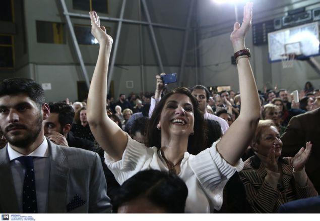 Ασφυκτικά γεμάτο το στάδιο του Μετς όπου ο Κ. Μπακογιάννης παρουσίασε το ψηφοδέλτιό του -Φωτογραφία: Intimenews/ΤΖΑΜΑΡΟΣ ΠΑΝΑΓΙΩΤΗΣ