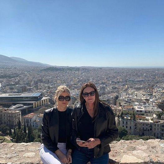 Με φόντο την Αθήνα