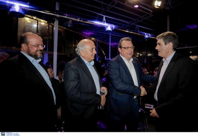 Βουλευτές του ΣΥΡΙΖΑ με τον υποψήφιο περιφερειάρχη Θεσσαλονίκης Χρήστο Γιαννούλη / Φωτογραφία: InTime News