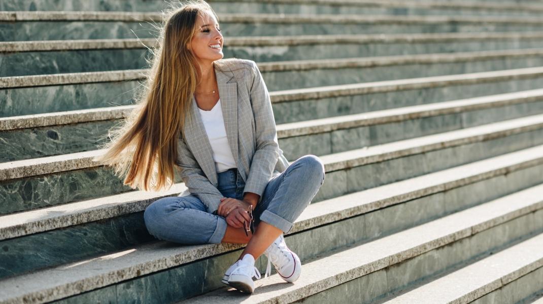 Μακριά ίσια μαλλιά/Shutterstock