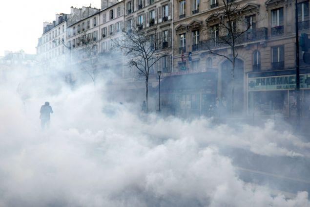 Ταραχές σημειώθηκαν επίσης στη Λιλ στη βόρεια Γαλλία και στην Τουλούζη και το Μονπελιέ στο νότιο τμήμα της χώρας.